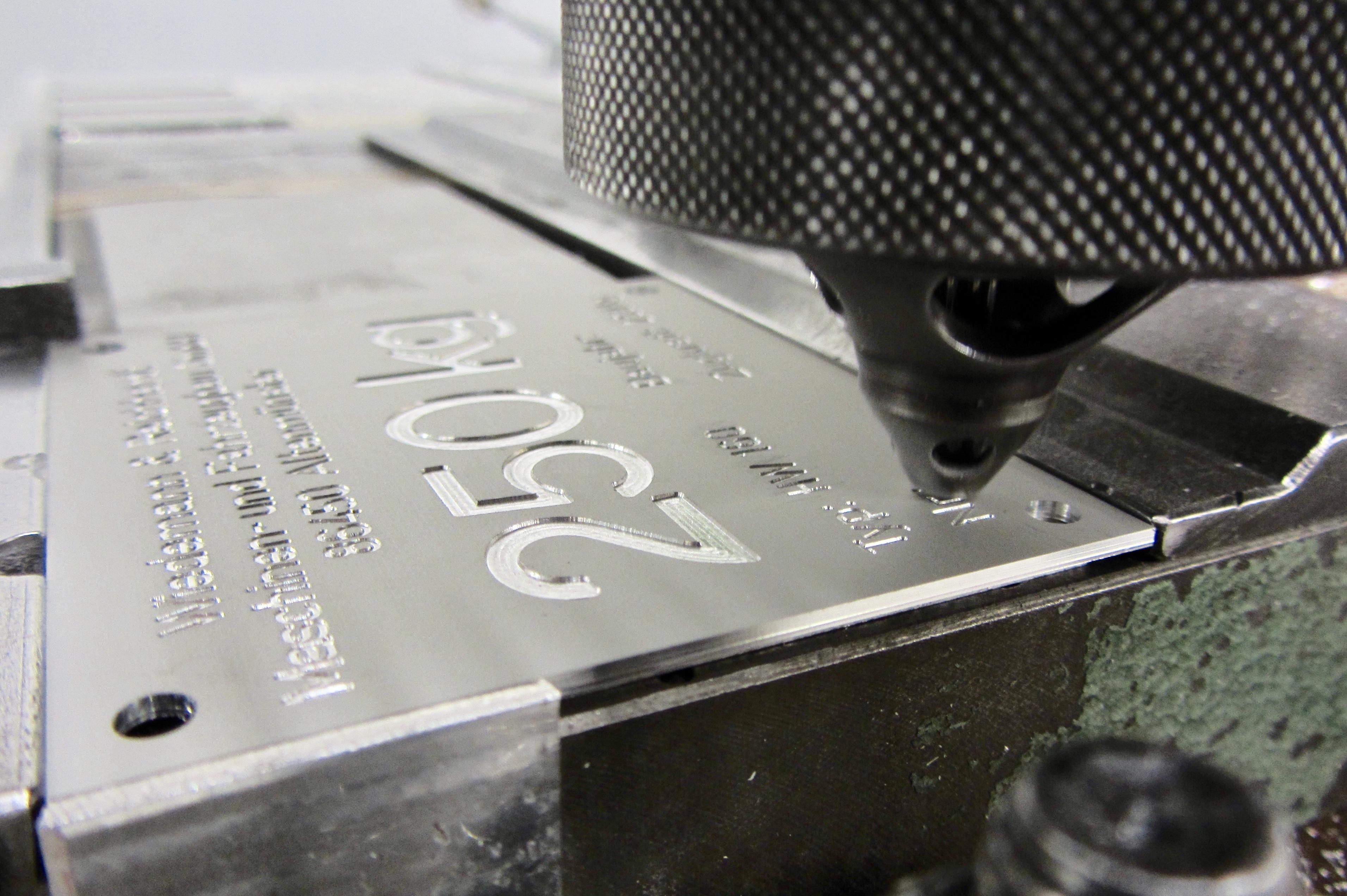 CNC-Gravur, Naujok Gravierwerkstätte GmbH & Co.KG